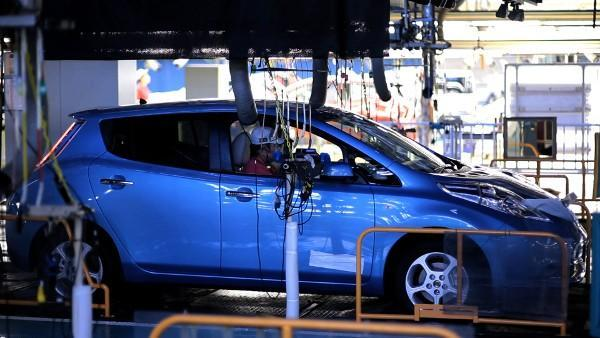 Nissan recovering from quake, ramps up Leaf deliveries