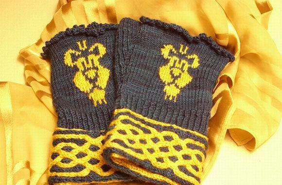 Knitted mitts for the Alliance