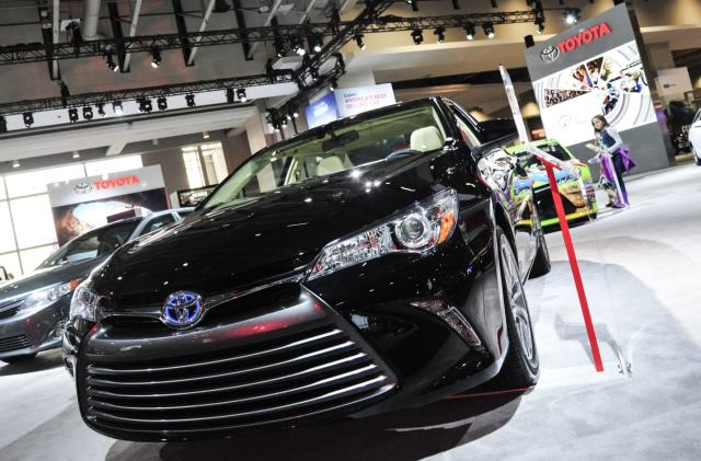Toyota will make automatic braking near-standard by 2017
