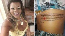 Tati Quebra Barraco faz tatuagem bíblica com erro de português e vira piada na web