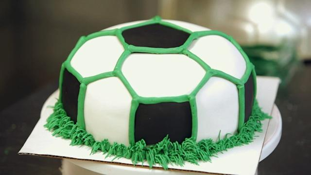 Kids' Birthday Cakes / How to Make a Soccer Ball Cake: Decorating 3/3