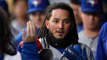 Galvis makes amazing bare-handed catch