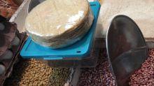 El COVID y la debilidad del peso encarecen los productos básicos en México