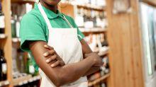 """Cliente del supermercato rifiuta di essere servito dalla commessa """"perché è nera"""""""