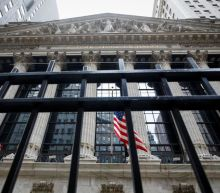 Inflation woes push U.S. stocks to 1-month low, USD struggle