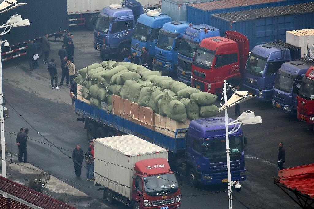 Chinese trucks park at the customs office leading to the North Korean town of Sinuiju in the border town of Dandong on March 3, 2016 (AFP Photo/)