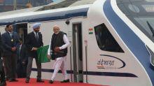 Índia inaugura trem de alta velocidade, mas se choca com vaca
