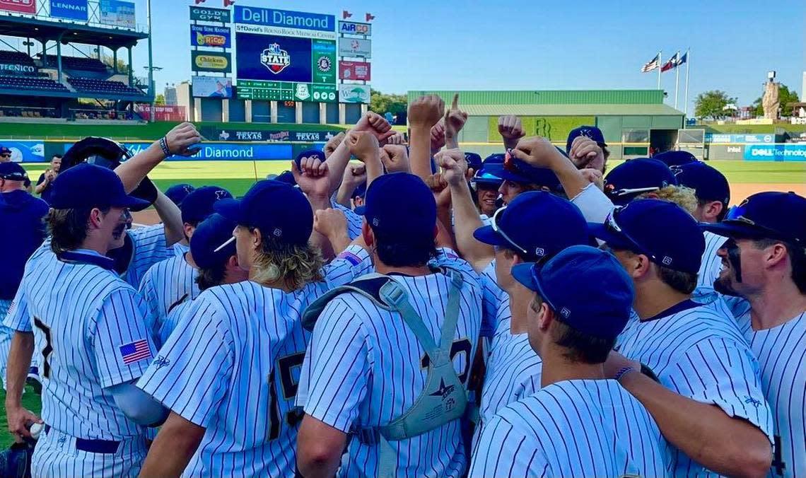 Keller bats, MLB prospect knock off Strake Jesuit to send Indians to state championship