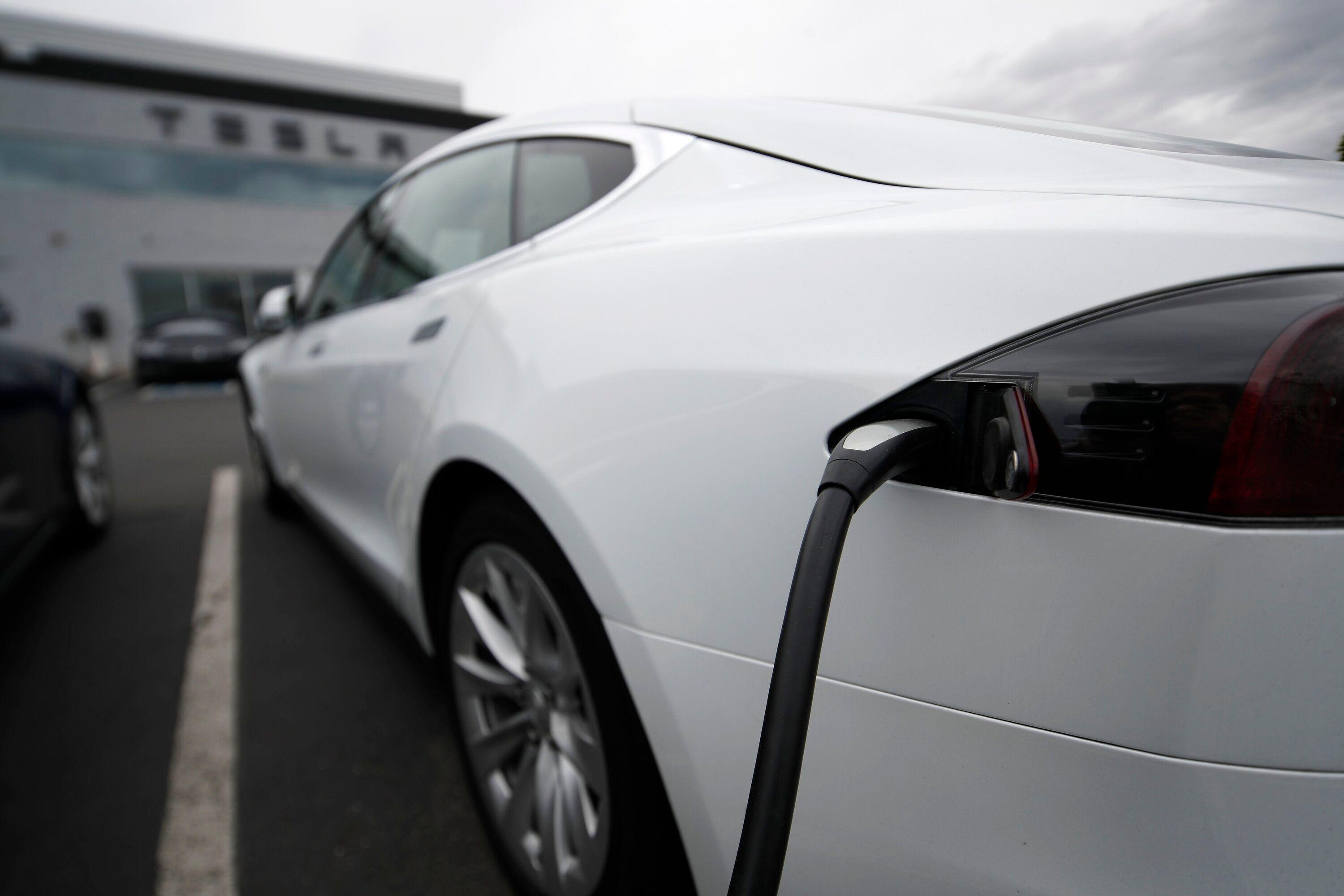 Scott Galloway: 'This is the year Tesla comes undone'