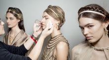 Adoptez le double trait d'eyliner comme au défilé Dior Haute-Couture