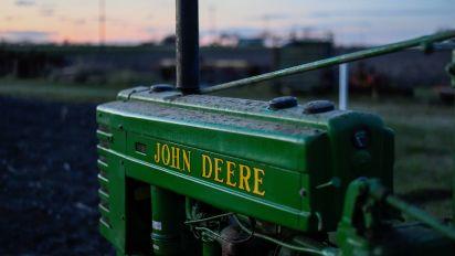 Deere sees strong earnings in 2018