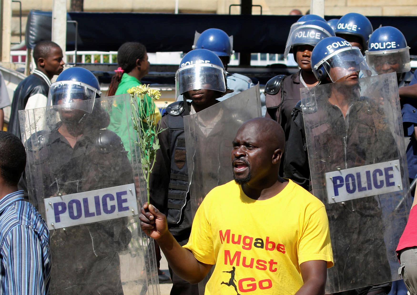 Police arrest 30 Bulawayo protestors - Bulawayo24 News