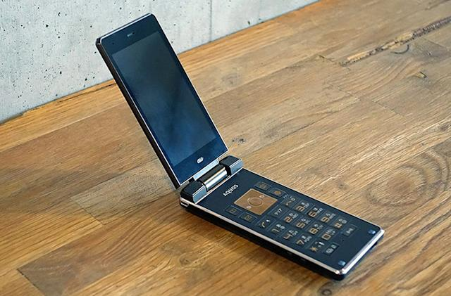 I tried to live with a high-end feature phone. I can't.