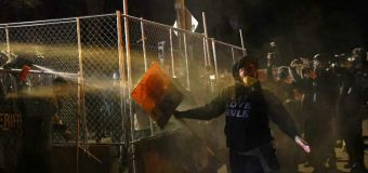 Minnesota police promise not to detain, pepper-spray journalists covering protests