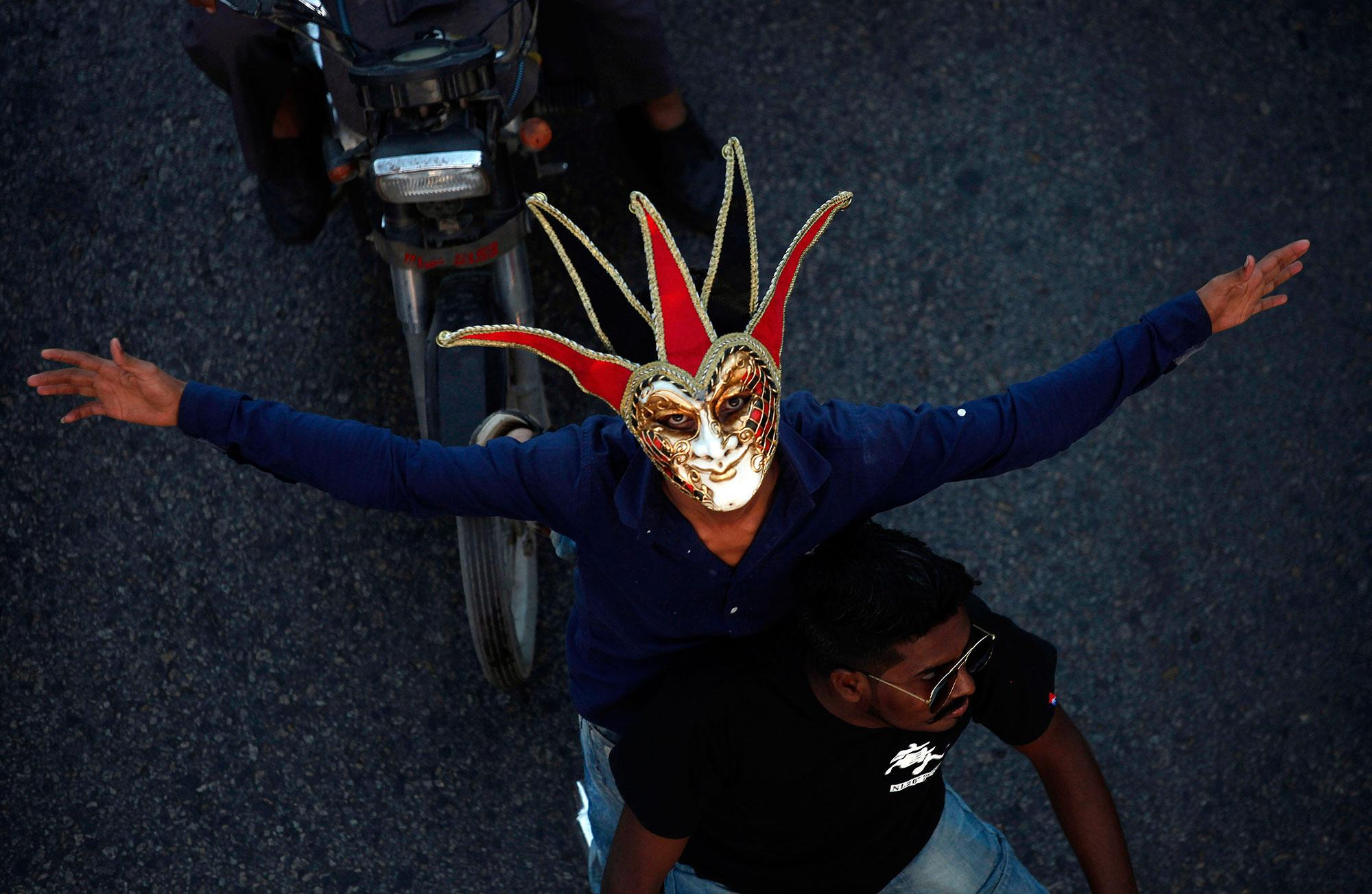 <p>A Pakistani Christian wears mask while participating in a peace rally in connection with a Christmas celebration, in Karachi, Pakistan, Wednesday, Dec. 21, 2016. Although Pakistani Christians are in the minority, Christmas is a national holiday and is observed across the country as an occasion to celebrate (Photo: Shakil Adil/AP) </p>