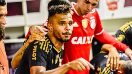Fernando Bob desmente ida ao São Paulo e se diz feliz na Ponte