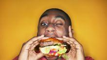 Por qué comemos de más cuando estamos cansados y cómo evitarlo
