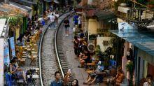 Schluss mit Selfies auf Schienen: Hanoi sperrt berühmten Touristen-Hotspot