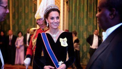 Royals: Das hat es mit Herzogin Kates blauer Scherpe auf sich