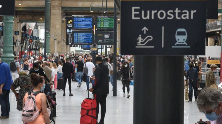 Brits rush back from France to beat deadline
