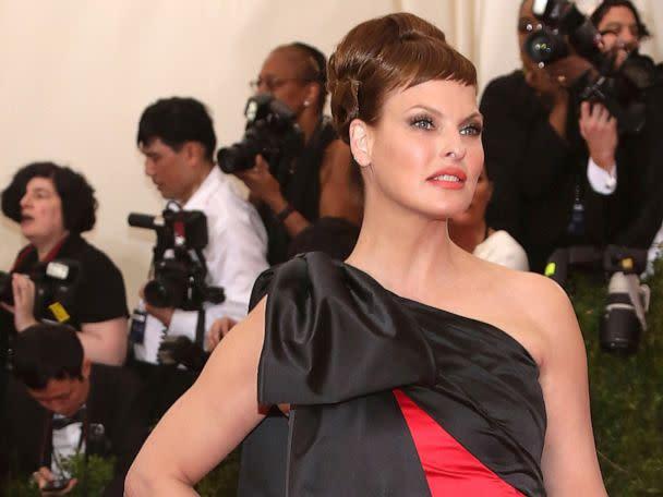 Linda Evangelista claims Coolsculpting fat freezing procedure left her 'brutally disfigured' - Yahoo News