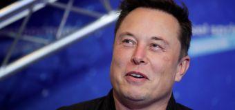 En rara coincidencia, en una novela de 1953 un líder denominado 'Elon' gobierna una colonia humana en Marte