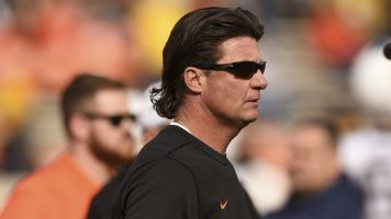 Gundy shoulders blame for OSU's rough year