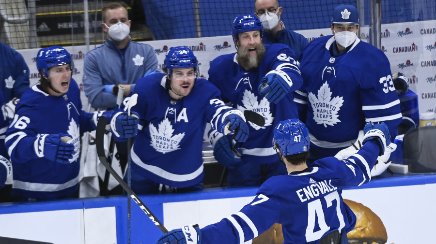 Leafs beat Canadiens to clinch North Division