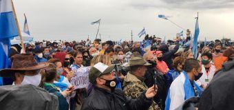 Fuerte movilización en rechazo a la usurpación del campo que denunció Etchevehere