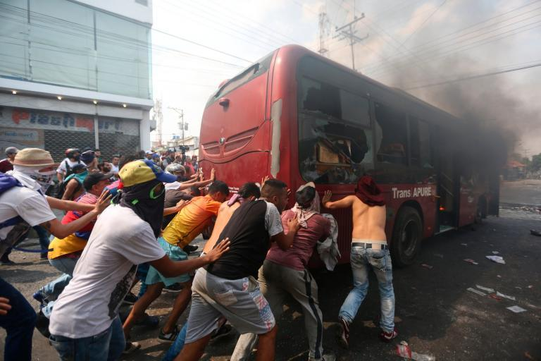 Venezuela: Violent clashes break out as nation closes border with three countries amid escalating crisis
