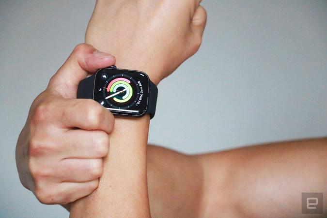 Apple Watch SE activity face