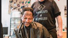 Grupo de voluntários ajuda a trazer o sorriso de moradores de rua de volta oferecendo cortes de cabelo grátis