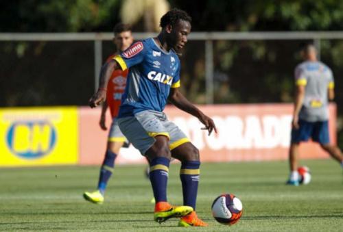 Cruzeiro é acionado na Fifa por atraso no pagamento da transferência de Caicedo