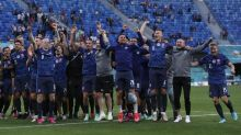 FOTO: Slovakia Taklukkan 10 Pemain Polandia