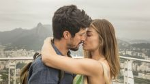 'Bom Sucesso': Nana flagra Paloma e Marcos aos beijos na biblioteca