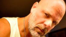 El doble argentino de Bruce Willis arrasa en redes con vídeos de humor imitando al actor