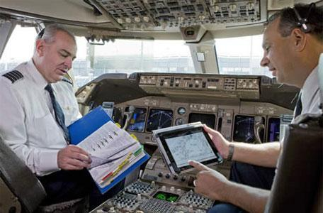 United and Continental Airlines to hand out 11,000 iPads to its pilots