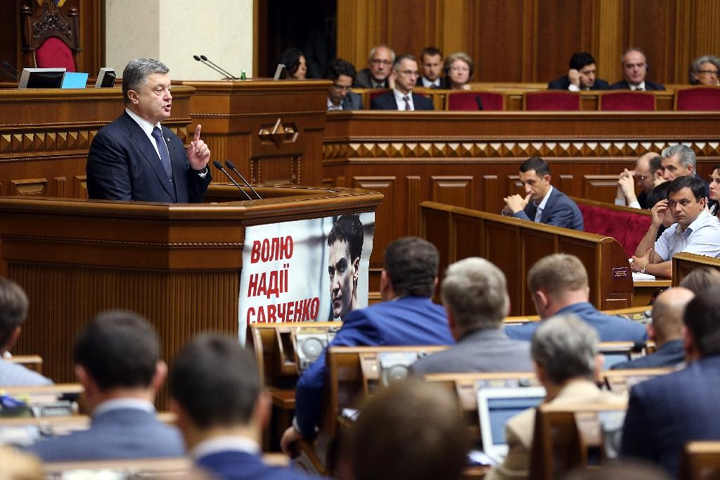 A handout picture released by the presidential press service shows Ukrainian President Petro Poroshenko speaking during a parliament session in Kiev on July 16, 2015 (AFP Photo/Mykhaylo Polinchak)