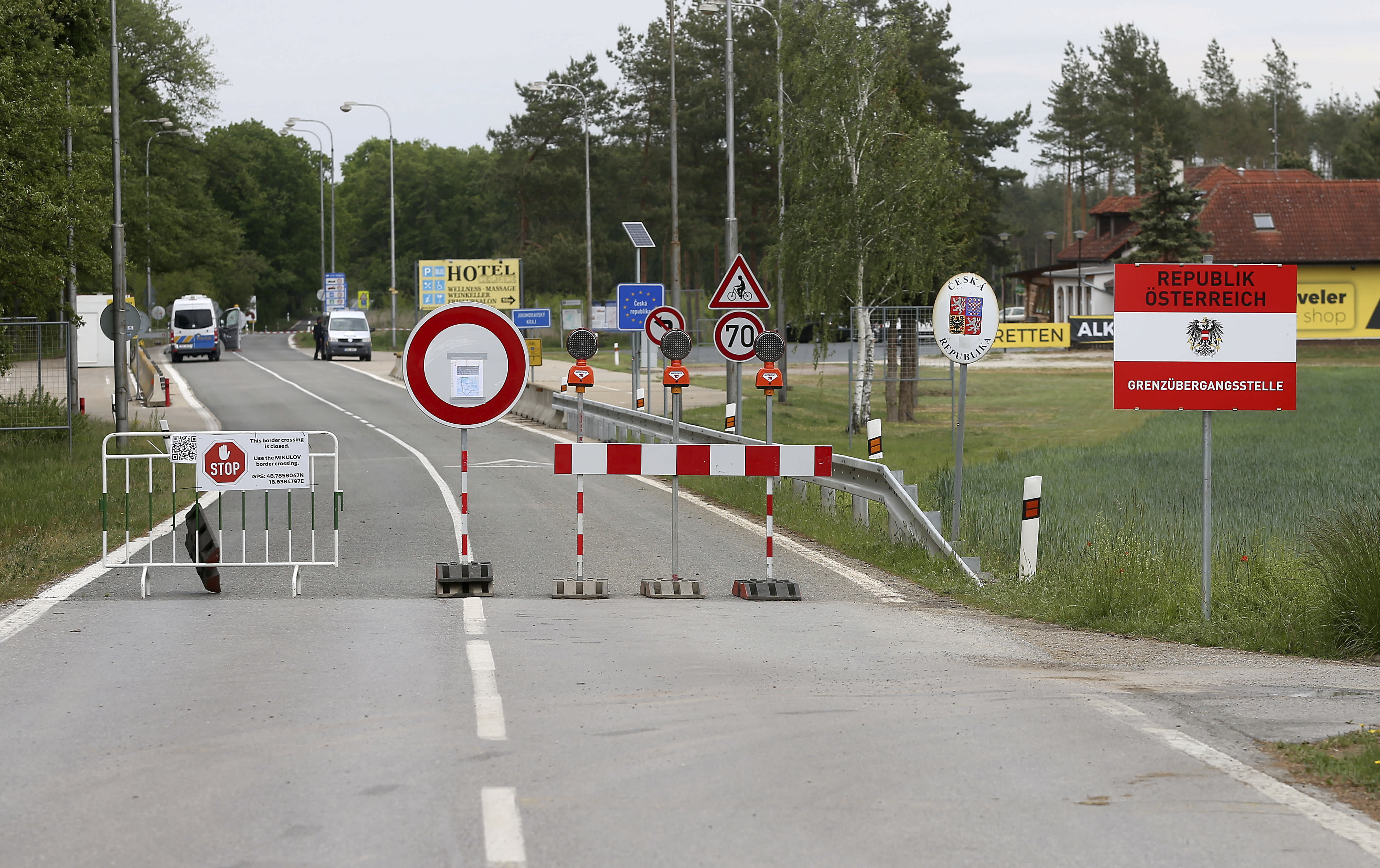 Austria probe points to mistakes in early virus response