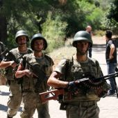 Turkish troops hunt remaining coup plotters as crackdown widens