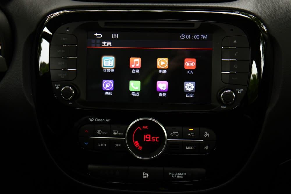 8吋觸控影音多媒體系統(內建GPS導航)