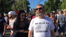 Orgulloso padre de una joven lesbiana viraliza esta camiseta en el World Pride Madrid