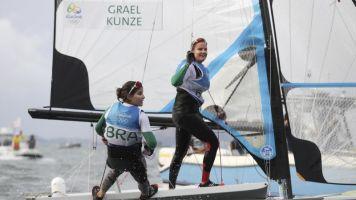 Las brasileñas Martine Grael/Kahena Kunze, plata en el 49er.FX