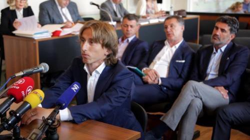Após acusação de falso testemunho, Modric depõe na Croácia