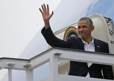 U.S. President Barack Obama waves from the door of Air Force One in Havana