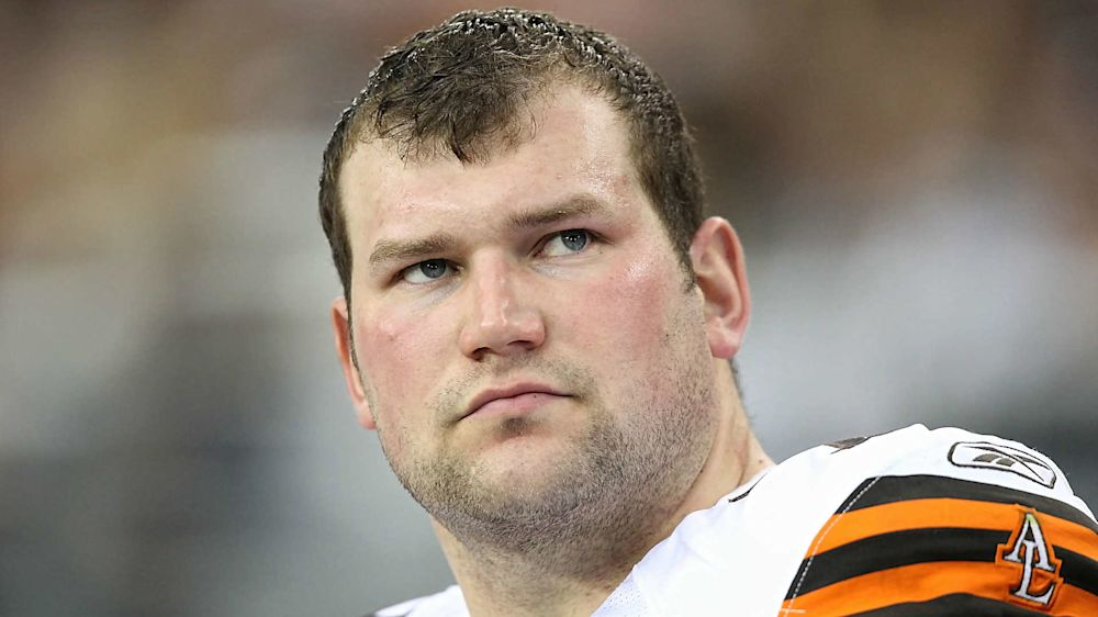 Browns' Joe Thomas out for season with torn triceps