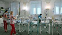 Leihmutter-Baby in Russland stirbt vor Zusammenführung mit Eltern