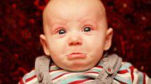 Pais compartilham fotos hilárias dos filhos chorando