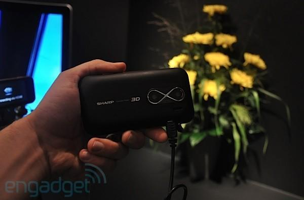 Sharp shows off mobile prototype with 3D screen, 3D camera, and 3D output