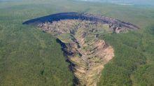 """""""La puerta al infierno"""": alarma por el crecimiento del cráter Batagaika, en Siberia"""